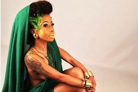 Twitter takes a shot at Kelly Khumalo's ''unbleached'' armpits.