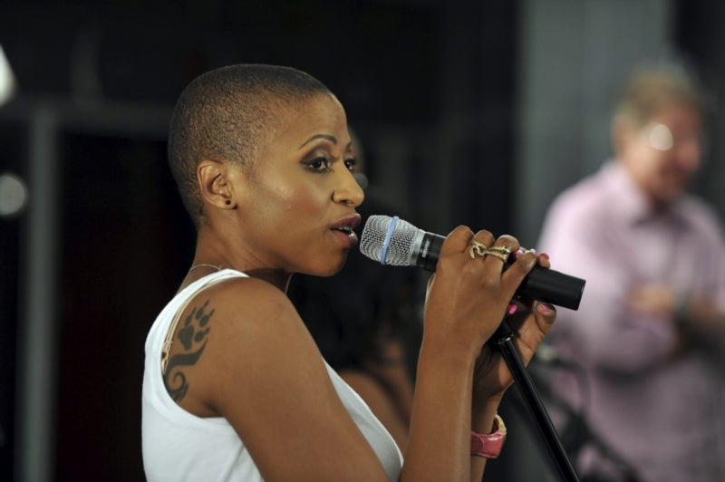 Zonke applauded for wiping student's R3ok debt. - Entertainment SA
