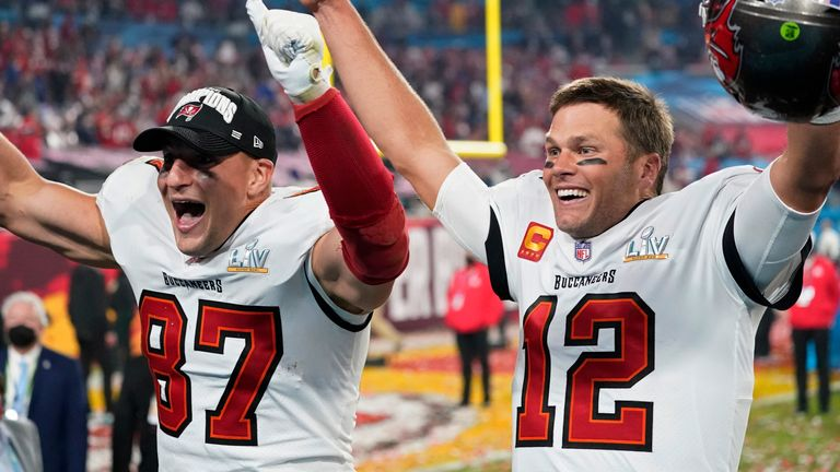 Tom Brady leads Tampa Bay Buccaneers to a 31-9 win over Kansas City Chiefs